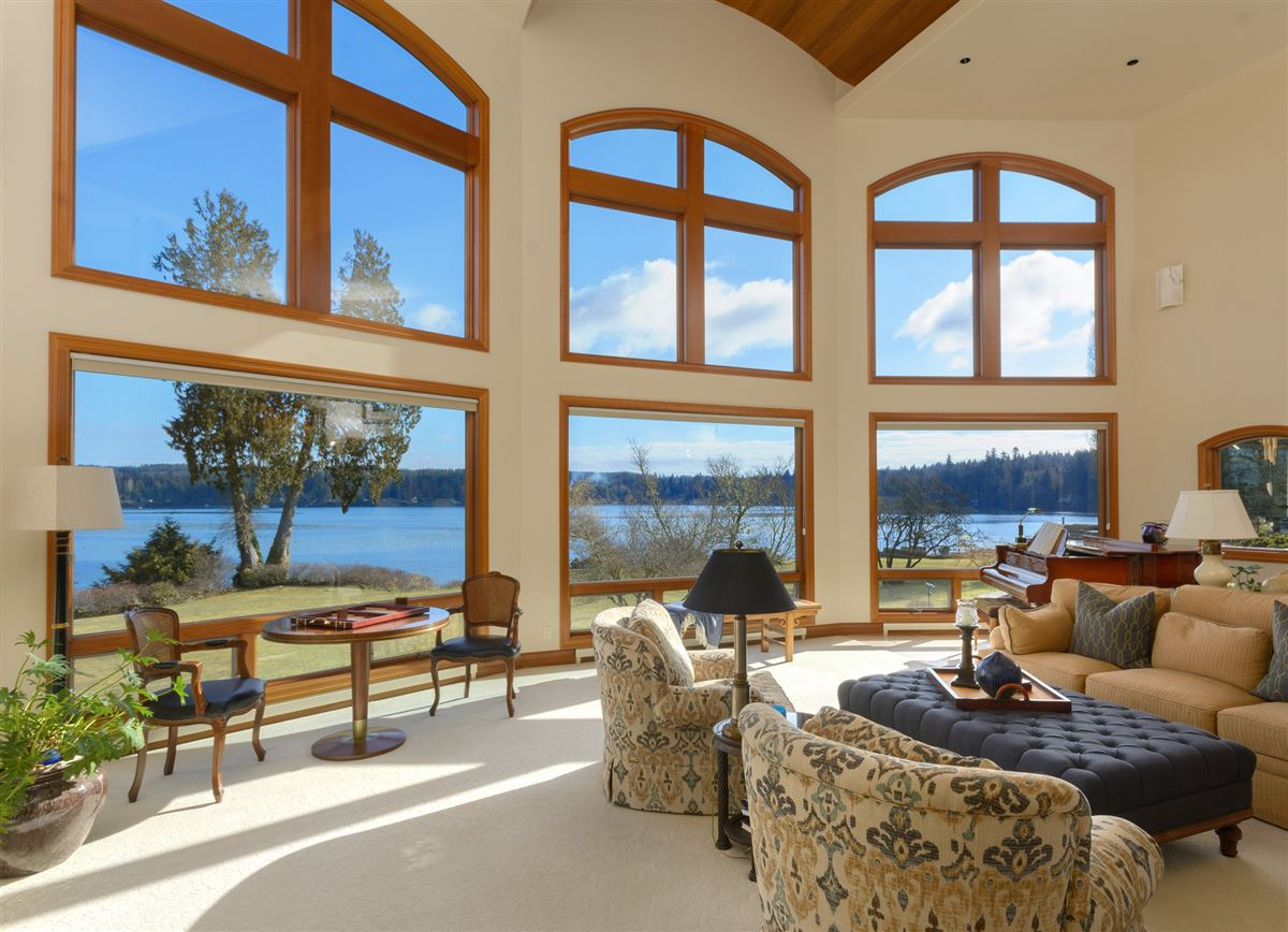 Luxury real estate Superb low bank waterfront estate