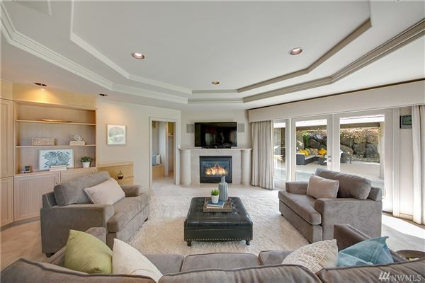 Mansions Lake Heights luxury with sweeping views
