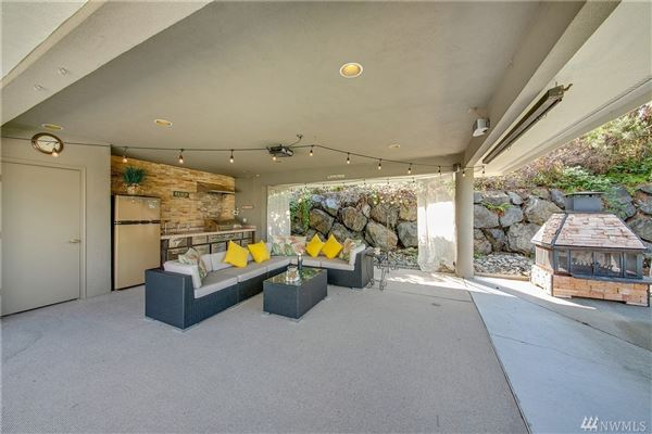 Lake Heights luxury with sweeping views mansions