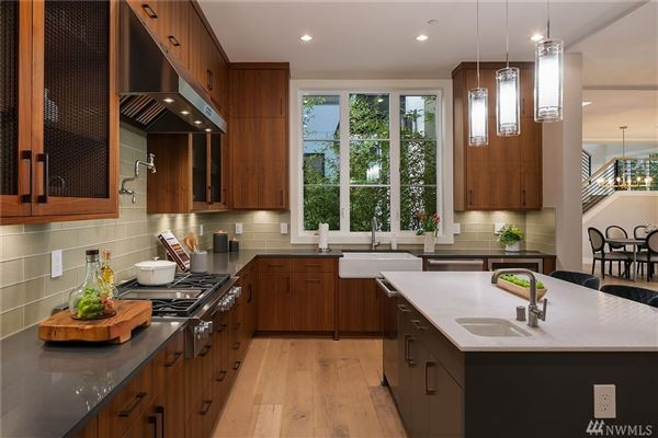 Luxury homes in Luxurious style in desirable First Hill