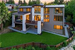 Mansions in Luxurious style in desirable First Hill