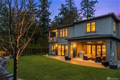 Mansions in Evergreen Point gated estate