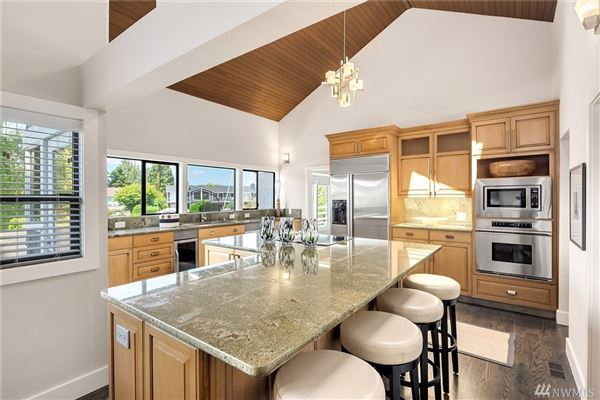 A slice of paradise on Newport Shores luxury properties