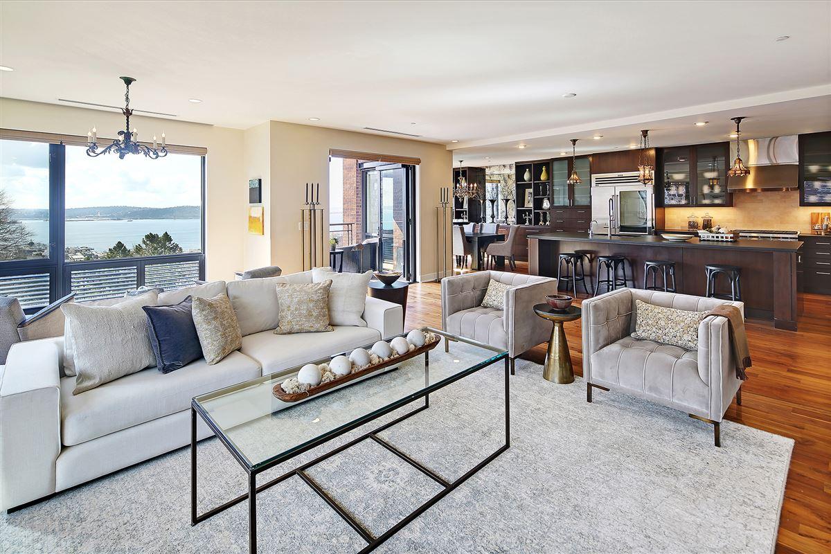 Luxury homes Extremely rare three bedroom in prestigious building