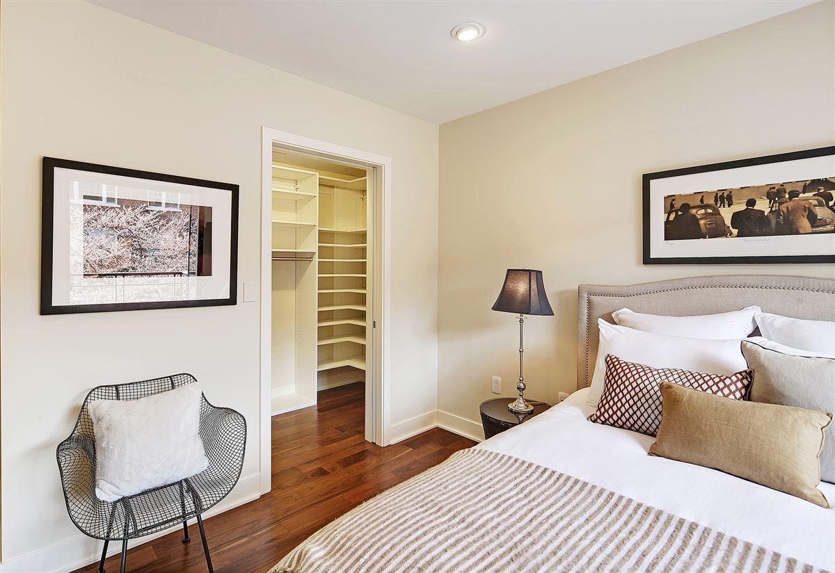 Luxury real estate Extremely rare three bedroom in prestigious building