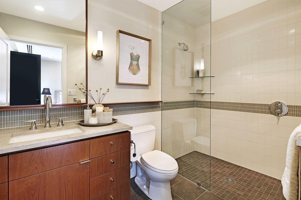 Extremely rare three bedroom in prestigious building luxury real estate