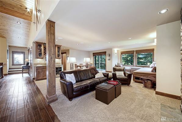 Luxury real estate Custom built, beautiful and spacious mountain retreat
