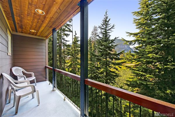 Luxury properties Custom built, beautiful and spacious mountain retreat