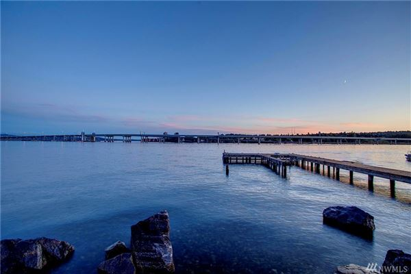 Mansions Urban luxury living with Webster Point waterfront