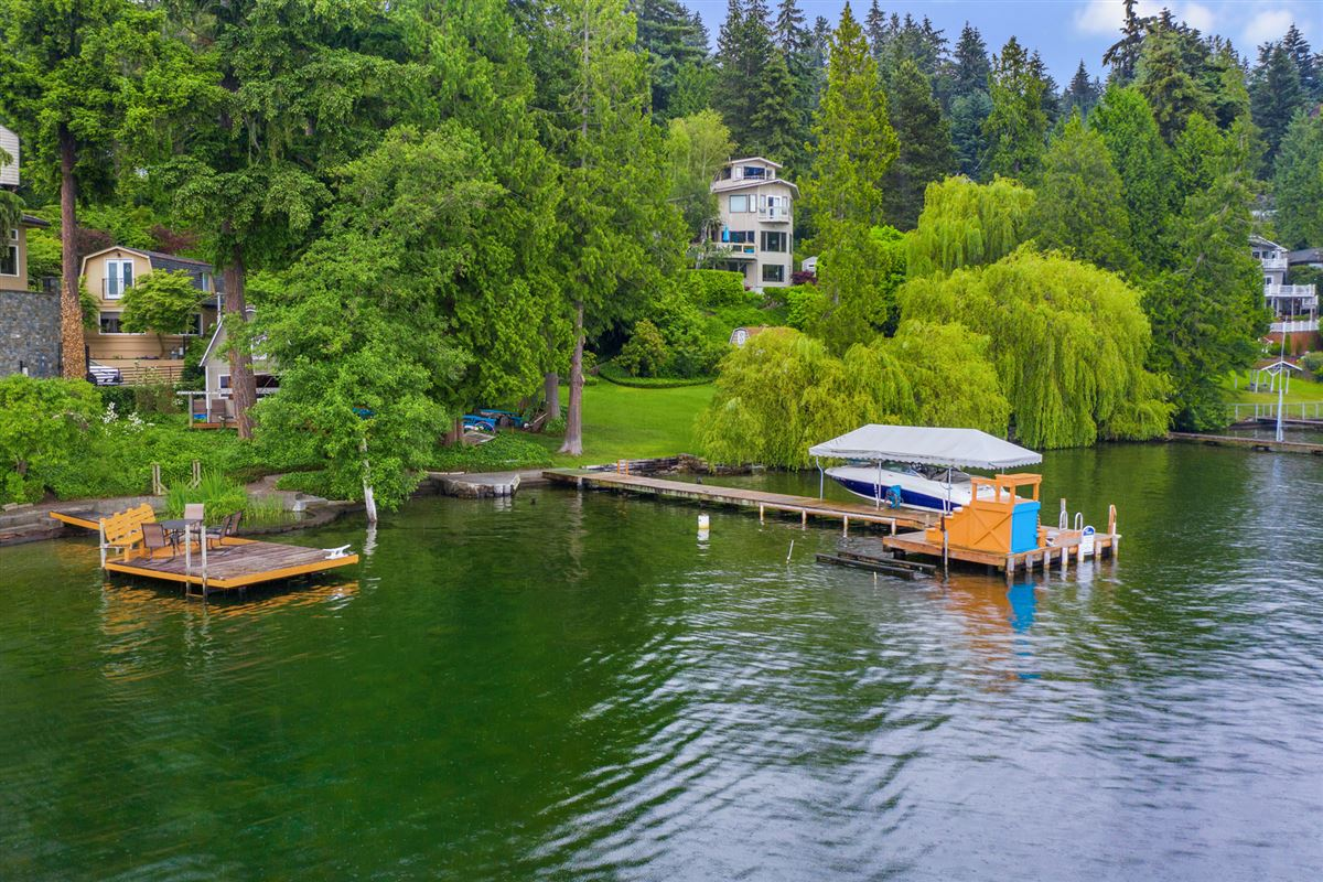 Unique West facing Waterfront Estate  luxury properties