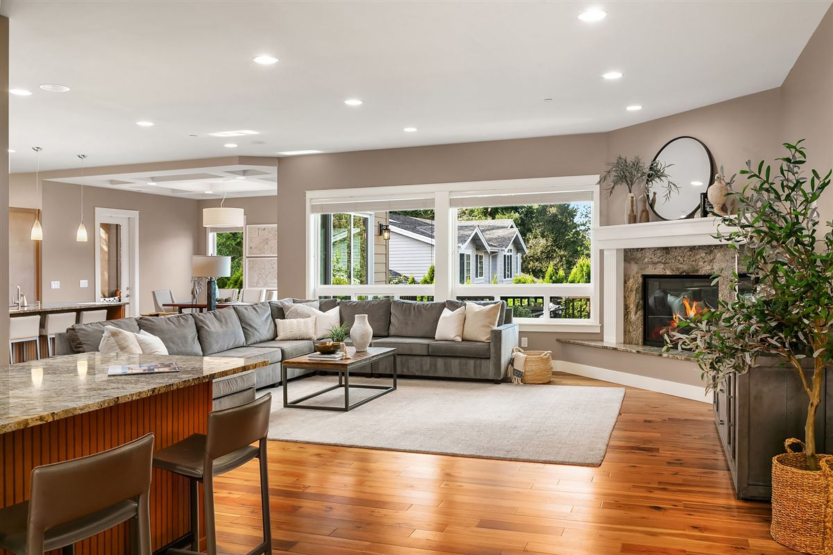 Distinctive Kirkland living luxury homes