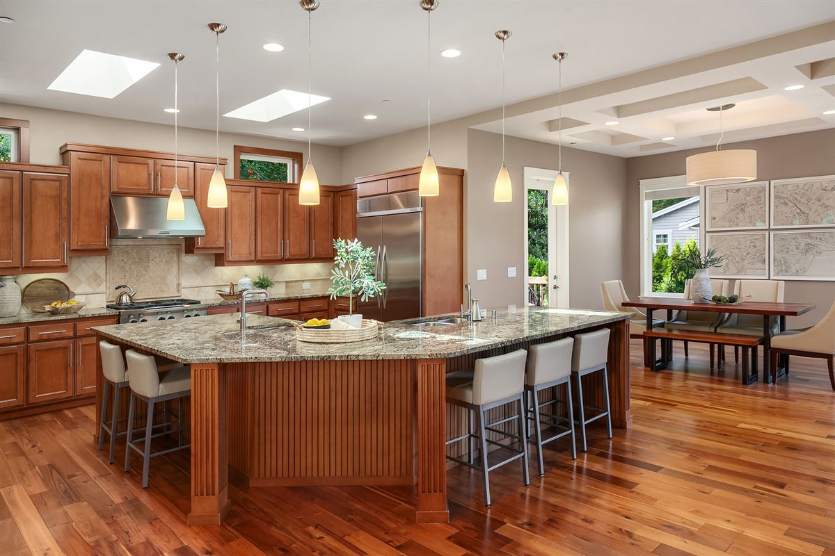 Luxury real estate Distinctive Kirkland living
