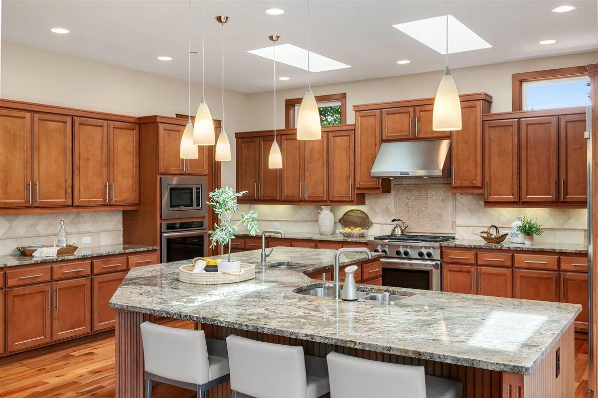 Distinctive Kirkland living luxury real estate