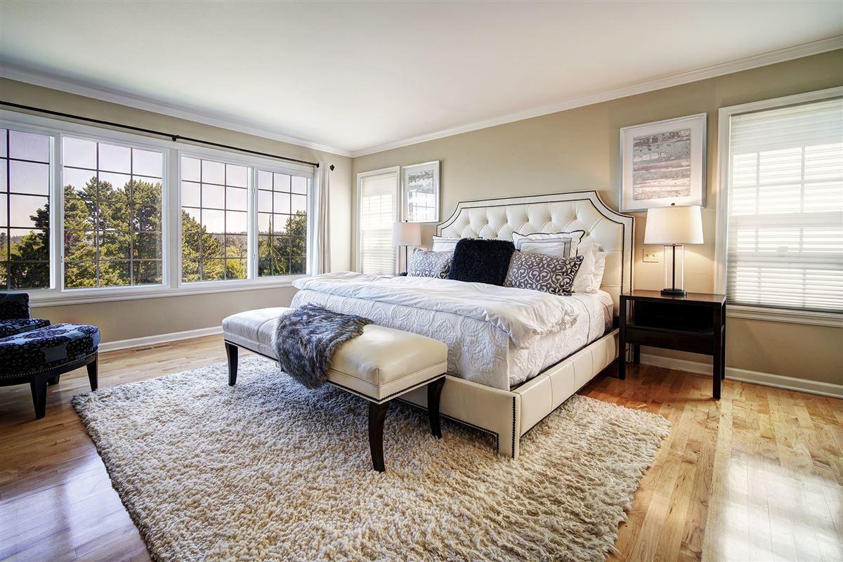 stunning VIEW ESTATE luxury properties