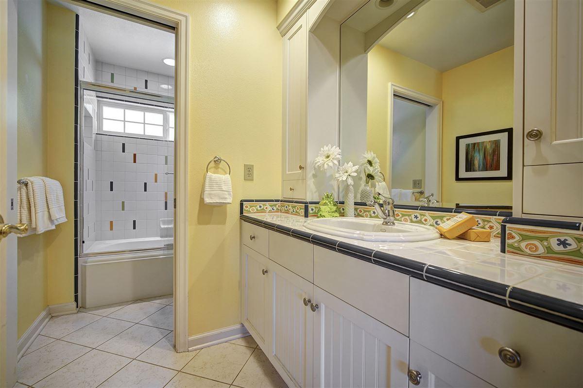 Luxury homes stunning VIEW ESTATE