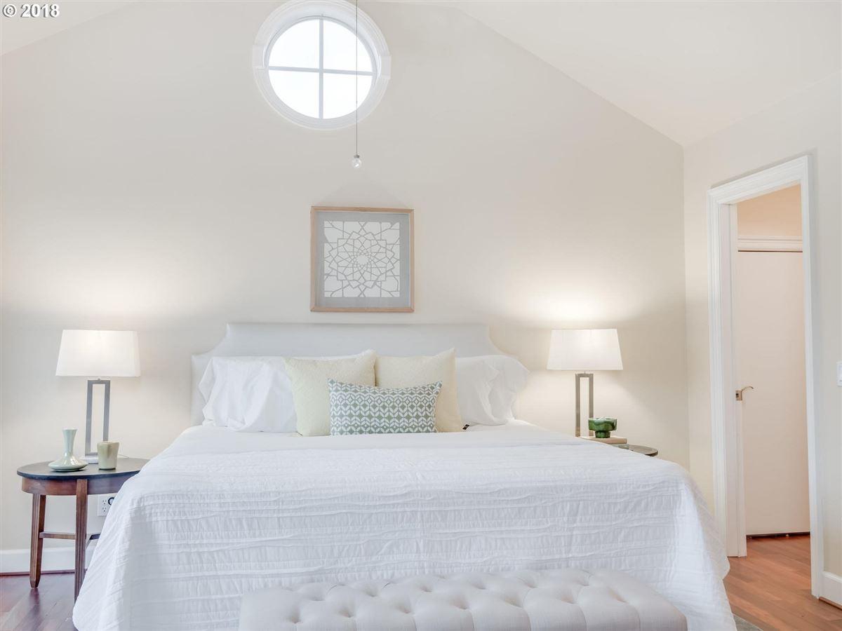Luxury homes in wonderful waterfront lifestyle