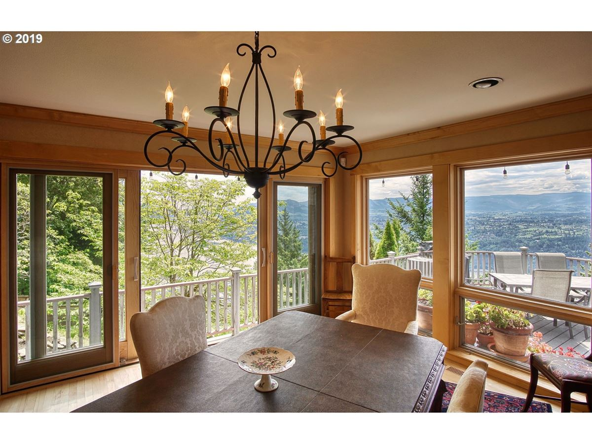 impressive bluff home luxury properties