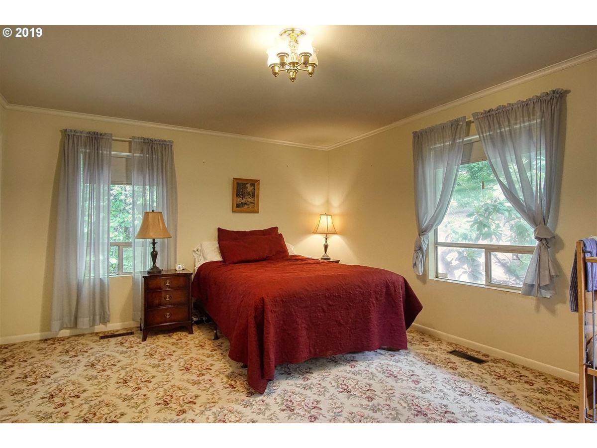 Luxury homes impressive bluff home