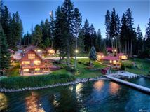 A magical paradise on Fish Lake mansions