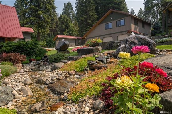 Mansions in A magical paradise on Fish Lake