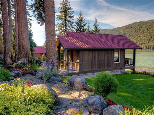A magical paradise on Fish Lake luxury homes