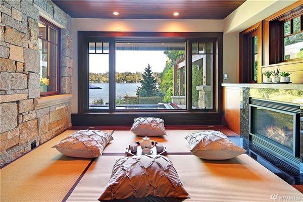 Dramatic waterfront estate luxury properties