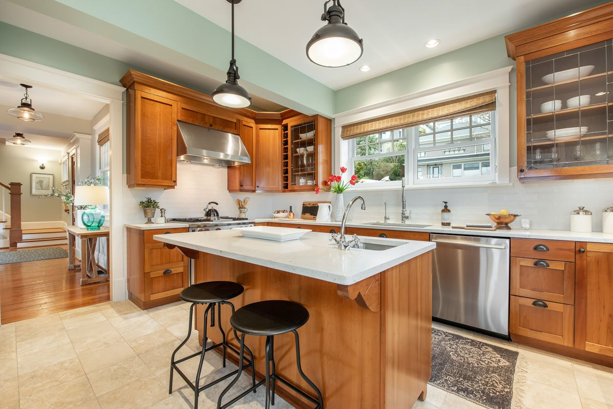 stately Queen Anne craftsman home luxury real estate