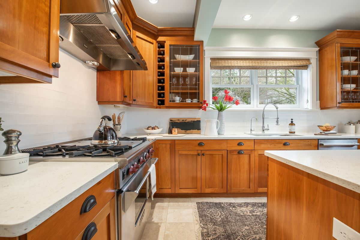 stately Queen Anne craftsman home luxury properties
