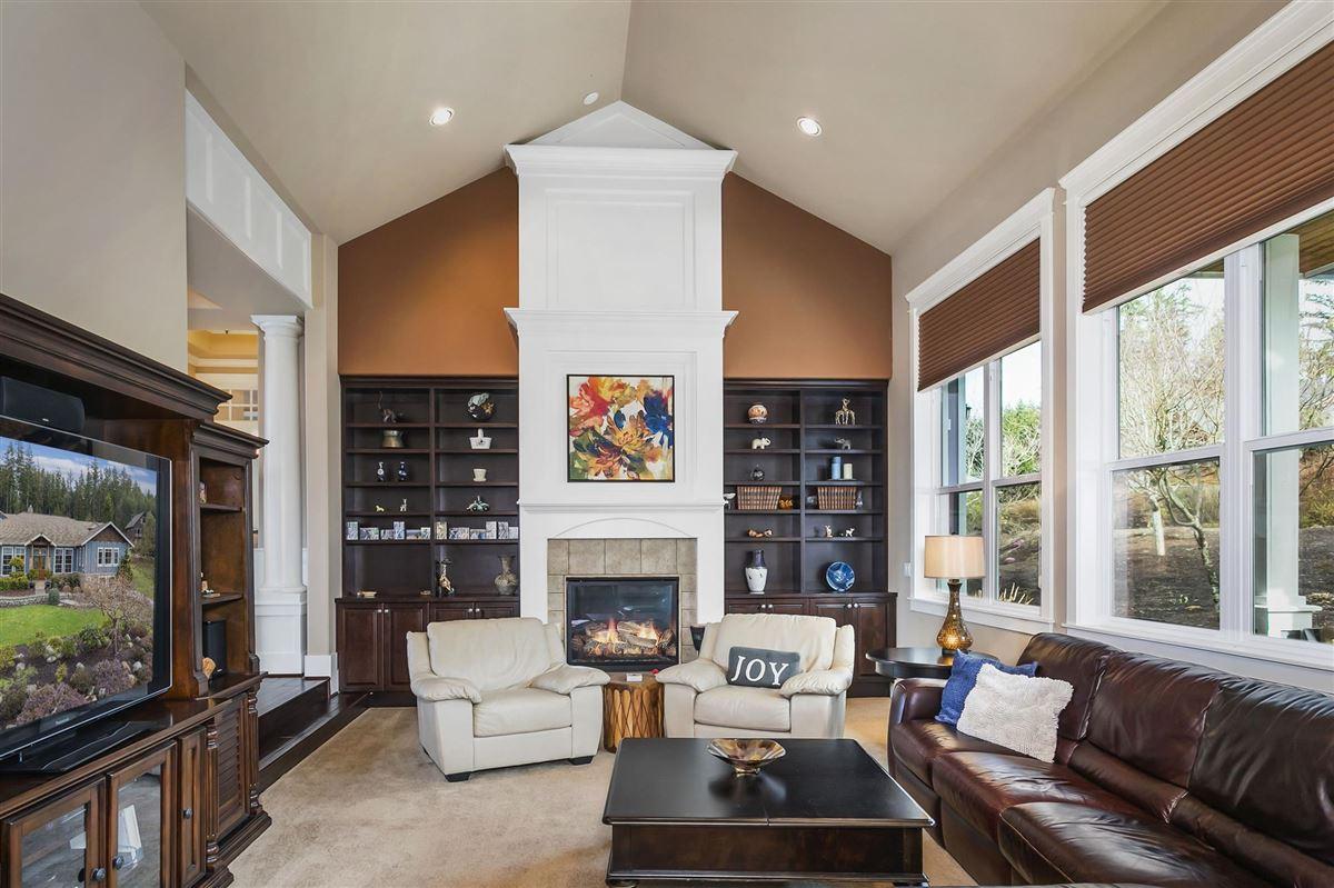 Striking one owner custom home luxury properties