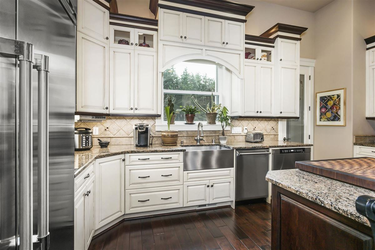 Striking one owner custom home mansions