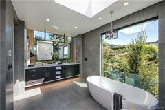 Luxury homes in An alluring work of art in Washington Park