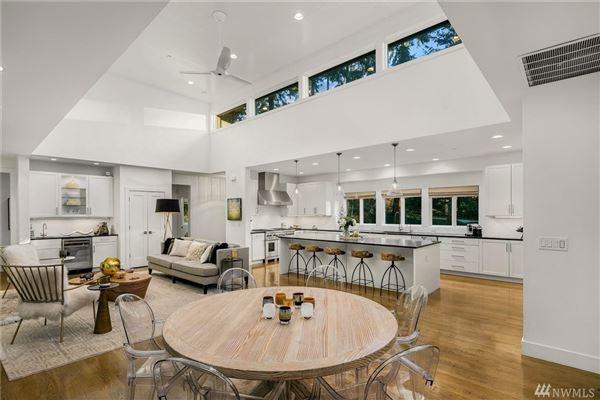 Luxury homes sprawling custom home in Spectacular Killarney Circle location