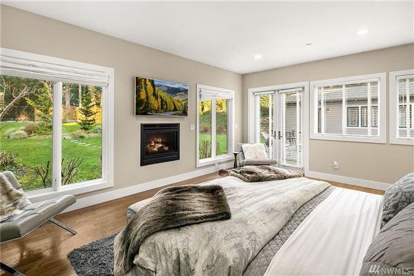 Luxury homes in sprawling custom home in Spectacular Killarney Circle location