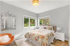 Mansions sprawling custom home in Spectacular Killarney Circle location