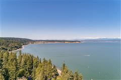 Luxury homes waterfront home at Cavalero