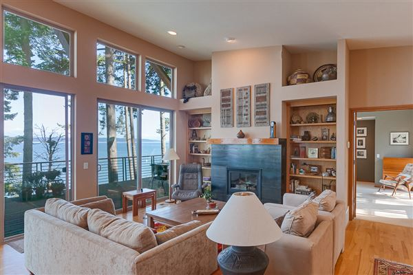 Luxury real estate waterfront home at Cavalero