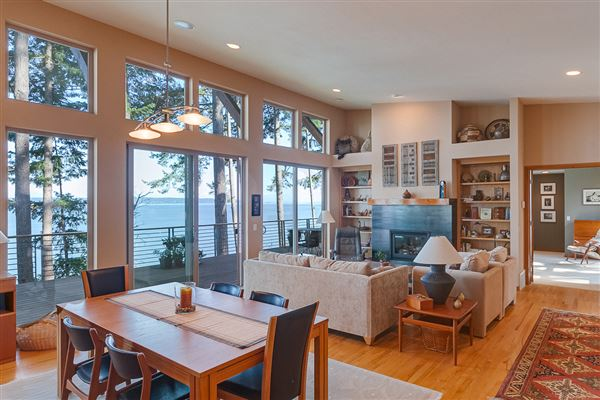 Luxury properties waterfront home at Cavalero