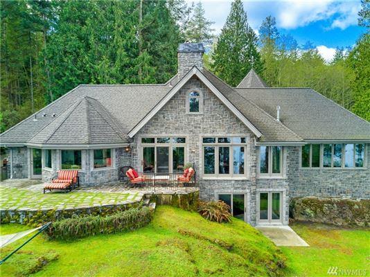 Luxury properties Stunning Waterview Estate