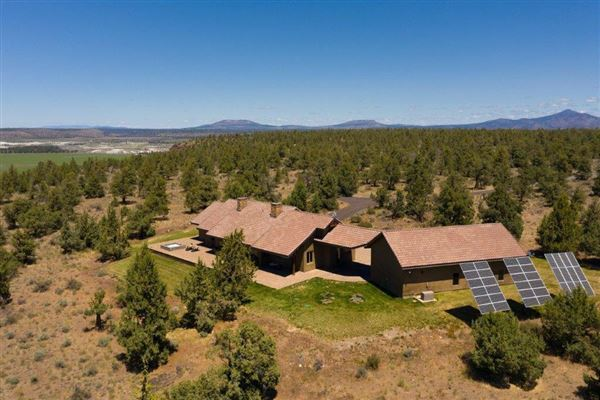 Luxury real estate private 710-acre retreat