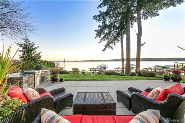 Luxury real estate Laid-back California cool on Holmes Point waterfront