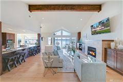 Luxury properties Laid-back California cool on Holmes Point waterfront