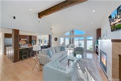 Laid-back California cool on Holmes Point waterfront luxury properties