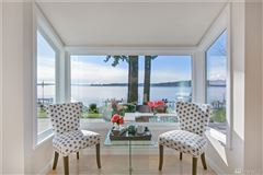 Laid-back California cool on Holmes Point waterfront mansions