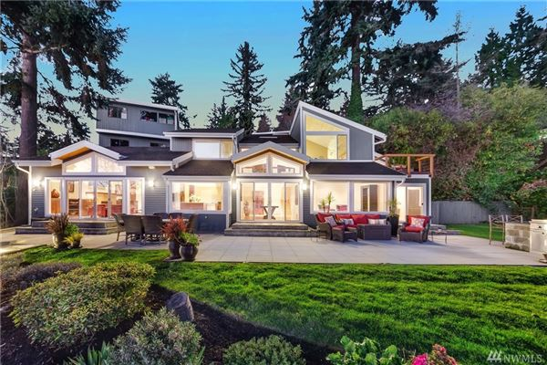 Mansions Laid-back California cool on Holmes Point waterfront