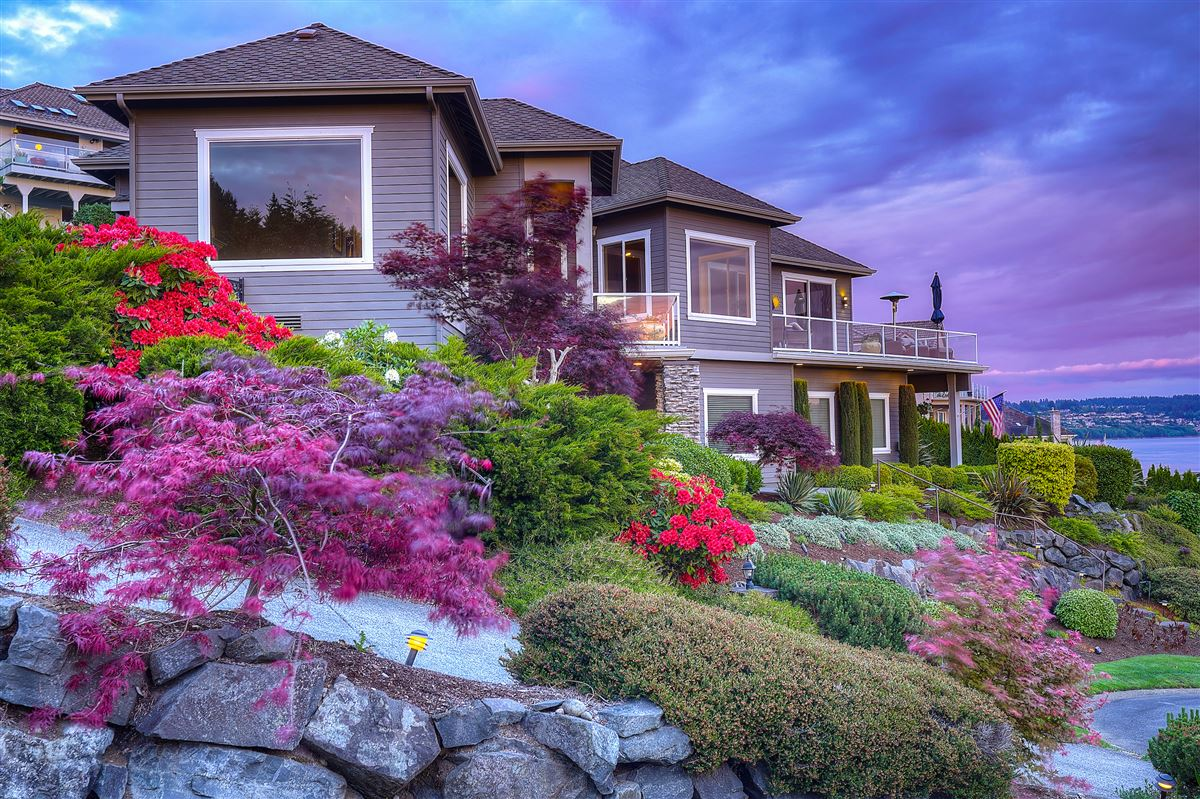 Mansions in custom view home in gated community