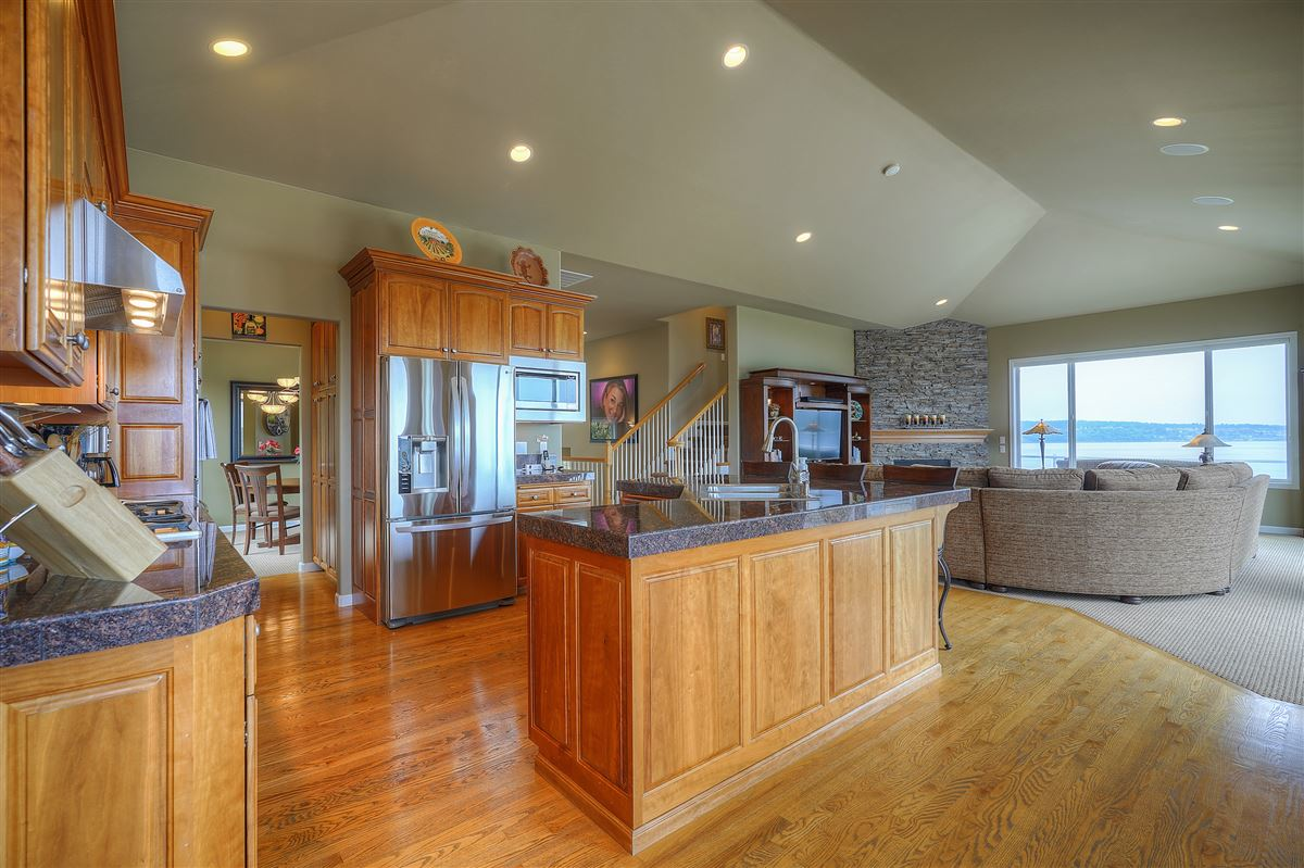 custom view home in gated community mansions