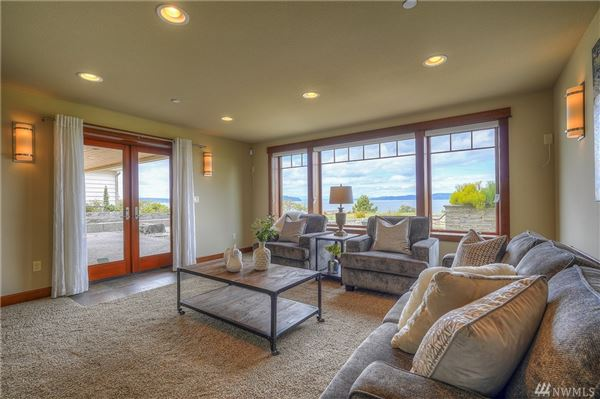 Luxury homes in architecturally designed modern craftsman with breathtaking views