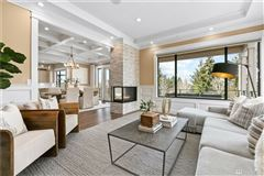 Luxury homes in The quintessential Mercer Island lifestyle