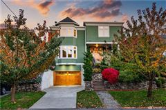 Mansions in classic spirit with modern amenities