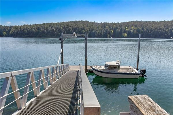 Luxury properties impeccable waterfront home on Stuart Island